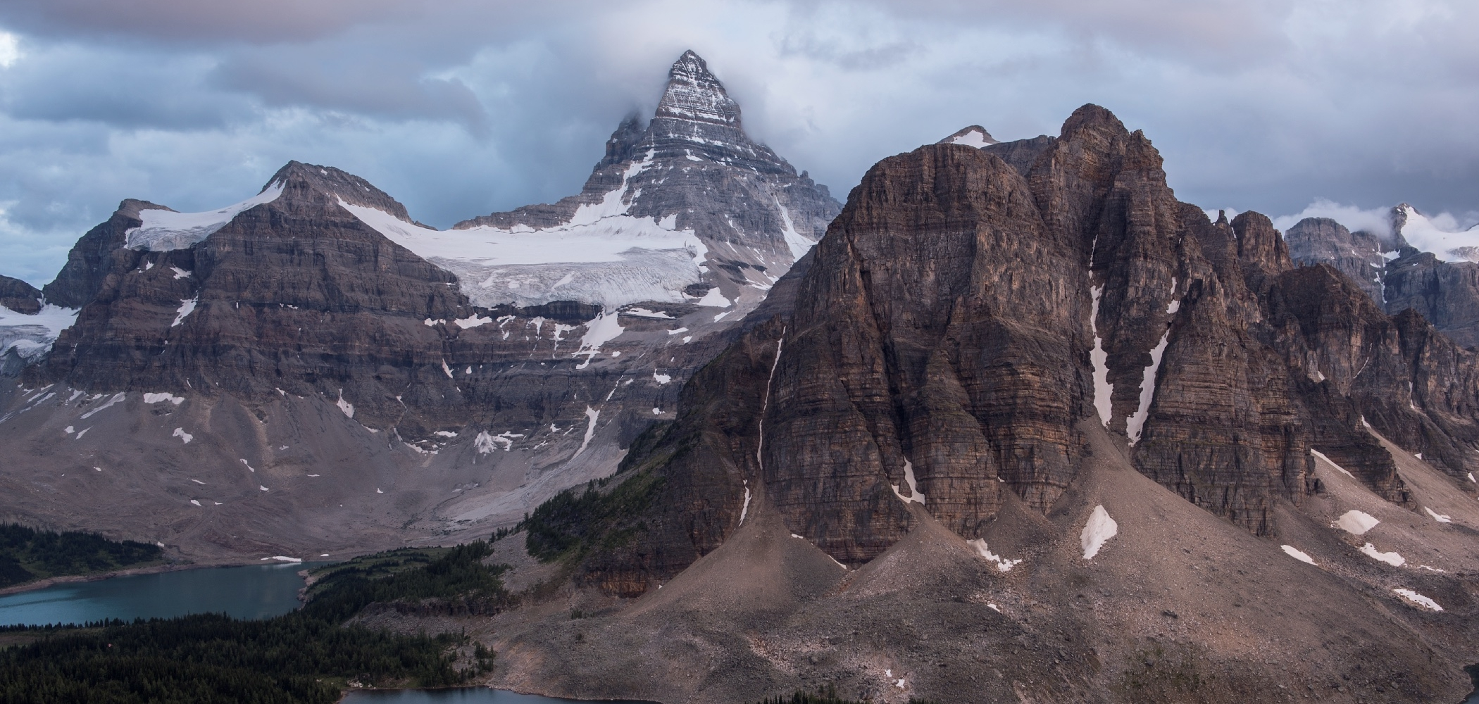 Hiking in Mount Assiniboine Provincial Park